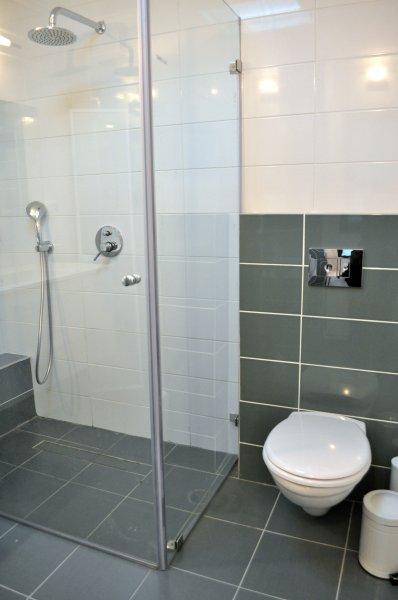 מקלחת 7
